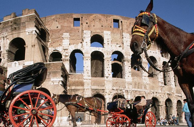 ROME TOUR BY HORSE-DRAWN CARRIAGES